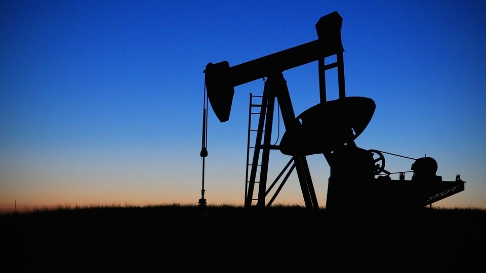 How to Invest in Oil Stocks